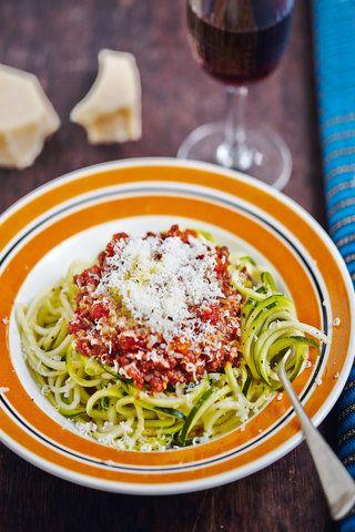 Zucchini-Spaghetti mit Ragù