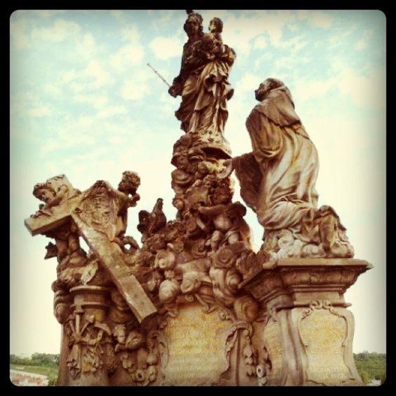 Hues one of the statues on the bridge in Prague/Praha