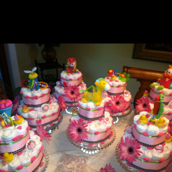 My mother made these diaper cakes for my sister's baby shower. They're super cute!!