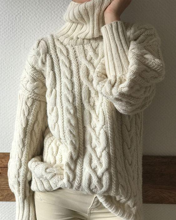 Свитер oversize для зимнего отдыха в горах ❄️Шерсть/Альпака, 17 500₽. Продан❗️Возможен повтор#вяжутнетолькобабушки #knitlovelove #knitting_inspiration #knitted_dreams_magazine #bestknitters #вязанныесвитера #вязанныекардиганы #handmade #вязаниеспицами