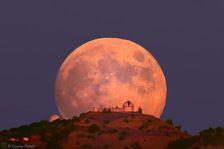 As fotos do belo observatório Lick nas montanhas que admira o céu e as estrelas