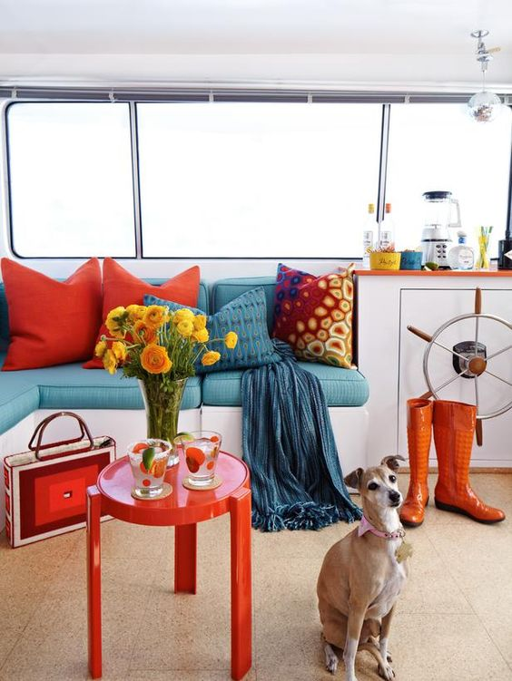 A 1975 houseboat goes retro with midcentury-modern furnishings.: Style Houseboat, Wall Color, 1975 Houseboat, Contrast Color, Houseboat Interior, Retro Style, Yellow Colors, Ftw Colors