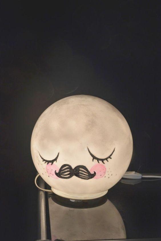 With a bit of paint, a Fado table lamp becomes a merry moon nightlight. /// Mit ein bisschen Farbe wird die runde Nachttischlampe zum tollen Mondgesicht