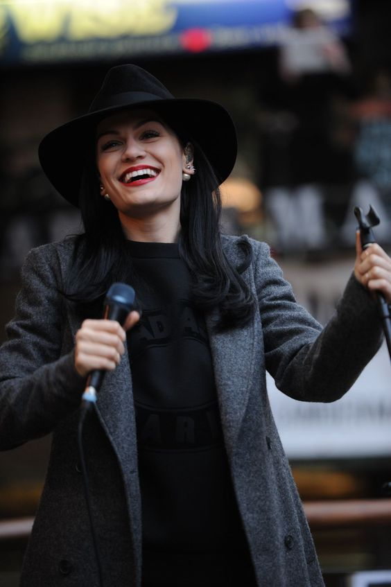 [Jessie J live in Camden] All black, with red lips and pearls contrasting black nails and sweatshirt..not to mention that killer hat. In LOVE with this look.