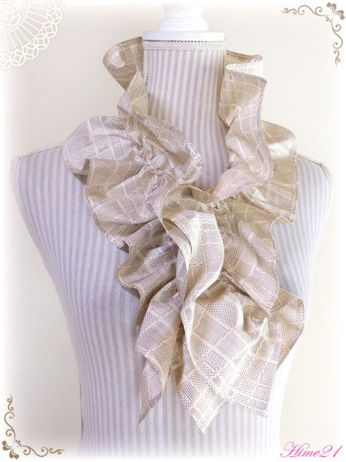 大島紬のシャーリングフリルショール 白大島 着物リメイク 絹シルク マフラーとしても sho 059 shop hime21 japan 着物リメイクのネットショップ 着物リメイク 着物 マフラー 作り方