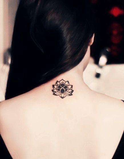Tatouage Fleur de Lotus Noire Nuque Dos Femme Ay6tg4wy
