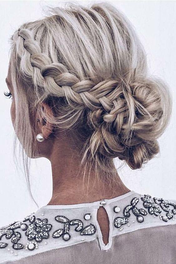 32 Idees Magnifiques De S Attacher Les Cheveux Frisur Hochgesteckt Frisuren Geflochtene Frisuren