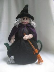 Witch tea cosy knitting pattern. Knit a witch! Halloween knitting pattern. Halloween knits, Decorations for Halloween.
