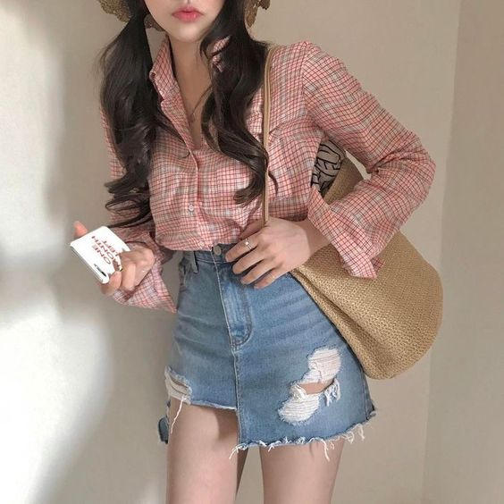 what to wear on a date with your soulmate red gingham shirt hat straw bag jean skirt┊soyvirgo.com