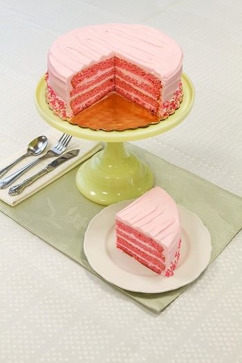I have always loved Red Velvet, and I'm intrigued by the pink. I need to try this, too! - Daisy's Pink Velvet
