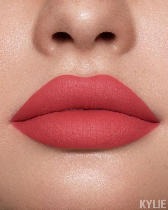 23 Stunning Lip Makeup Ideas That You Should Try Out