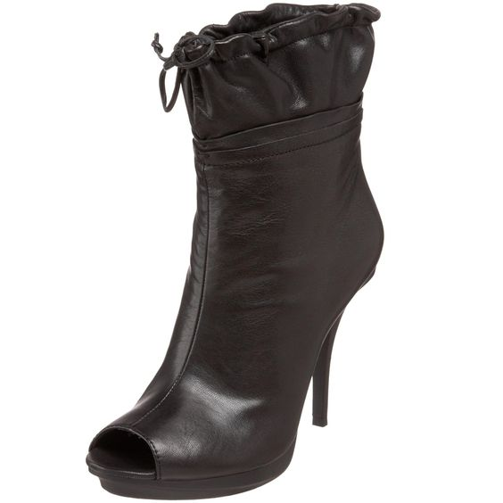 B. MAKOWSKY Women's Claire Ankle Boot,Black,9.5 M US - designer shoes, handbags, jewelry, watches, and fashion accessories | endless.com