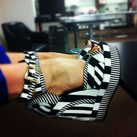 Perfect print wedges!! Can never go wrong with black and white.