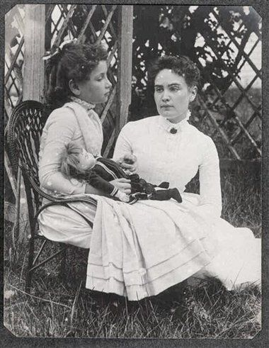 Rare photo of Helen Keller and her teacher, Anne Sullivan, found nearly 120 years after it was taken. Shot in July 1888, possibly the earliest photo of the two women together.