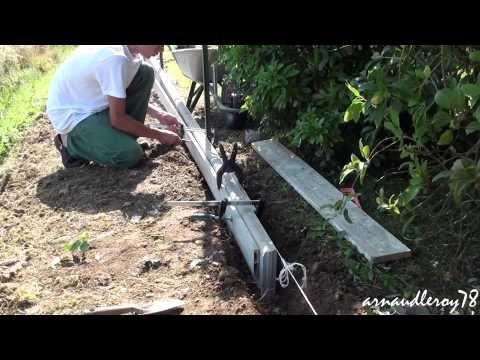 Creation D Une Bordure En Lisses Betonnees Youtube Bordure Beton Bordure Jardin Bordure