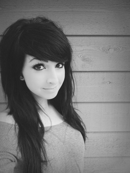 This is a cute hairstyle. Her make-up is also | http://girl-hairstyle-gennaro.blogspot.com