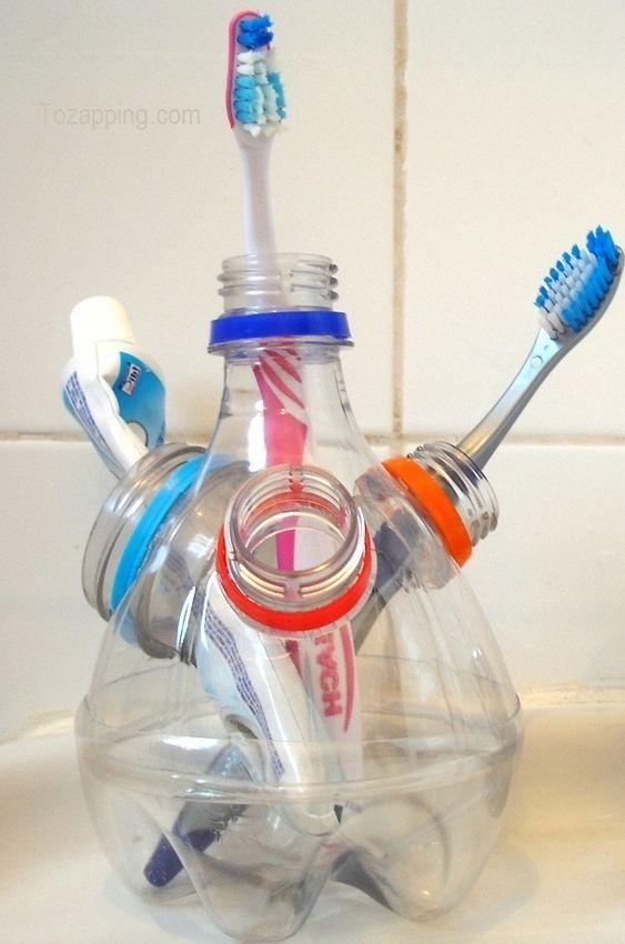 Portacepillos de dientes hecho con botellas de plástico. Ideas para reciclar botellas de plástico.¿Te gustan esta manualidad sobre Portacepillos de dientes: