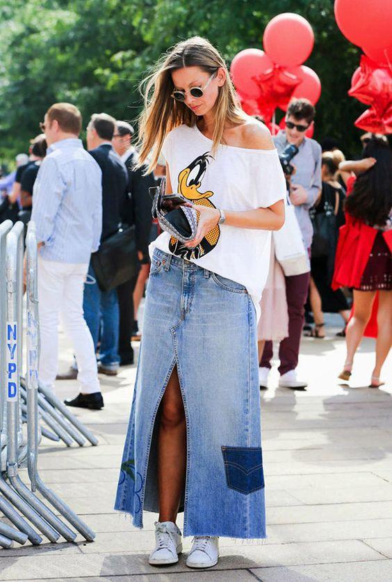 Saia Jeans com tênis é uma ótima combinação: