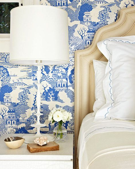 bedroom wallpaper, lamp and headboard: Bedside Table, Wall Paper, Blue White Bedrooms, Guest Bedroom, Blue Wallpapers, Chinoiserie Wallpaper, Blue Willow, Blue And White