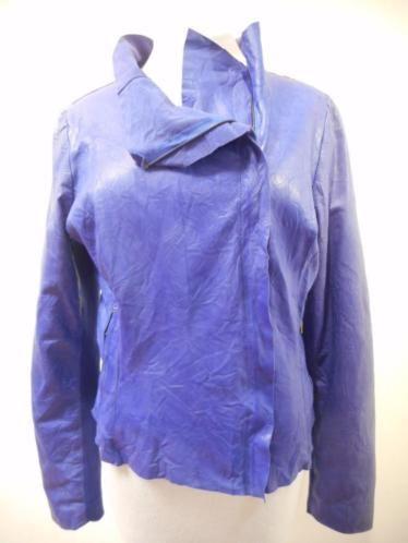 VERKOCHT!  Echt lederen jasje van CIGNO NERO, maat 40. Prachtige kleur pauwblauw, deels gevoerd. De mouwen bestaan deels uit gebreide stof.  Alle items zijn nieuw of niet van nieuw te onderscheiden, tenzij anders aangegeven. De kleding kan in de winkel worden gepast. Bij vragen mail gerust. Op biedingen wordt niet gereageerd.  Vaste prijs € 60,-