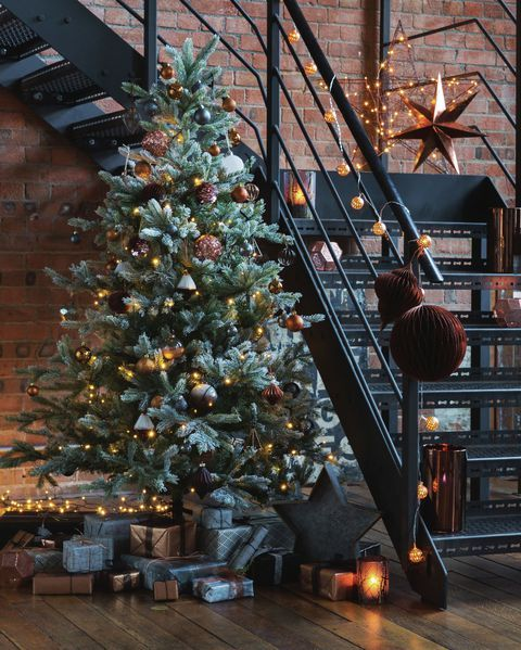 14 Quotes And Festive Room Schemes That Will Make You Feel All Christmassy Inside Industrial Christmas Decorations Black Christmas Decorations Industrial Christmas Trees