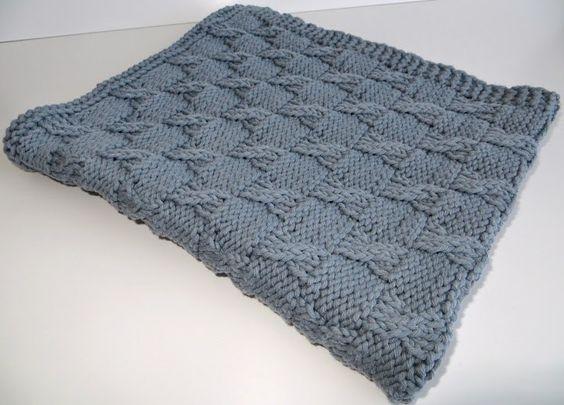 Couverture tricot b b layette pinterest tricot et crochet - Tricot avec les bras couverture ...