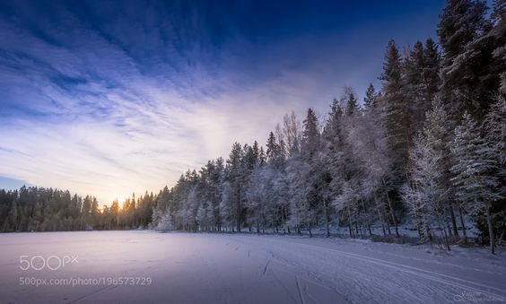 Cross country skiing track on the lake by juusooikarinen