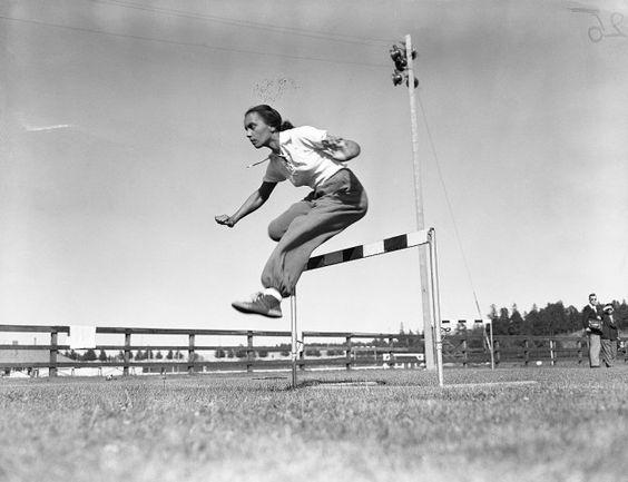 Wanda dos Santos competia nas provas de corrida com barreiras. Esteve em…