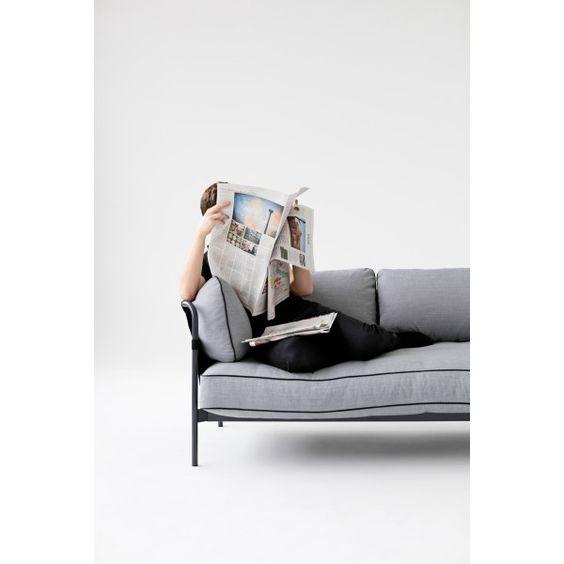 Nieuw bij Flinders: Met de Can bank 2-zits van Hay zochten de broers Bouroullec naar een praktisch ontwerp dat voor iedereen geschikt is.  Een bank die jarenlang mee gaat en een ontwerp dat het milieu spaart. Met de Can #bank beantwoordt Hay de hedendaagse vraag naar duurzaam  #design. #wonen #woonkamer #living #banken