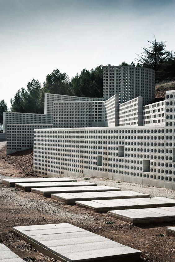 Ampliação do Cemitério Municipal De Añorbe / MRM Arquitectos