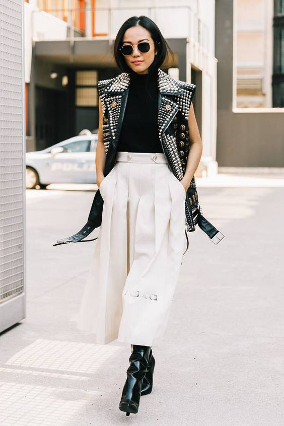 https://www.whowhatwear.co.uk/ways-to-wear-cropped-trousers-with-ankle-boots--5a69de2627c8a/slide9