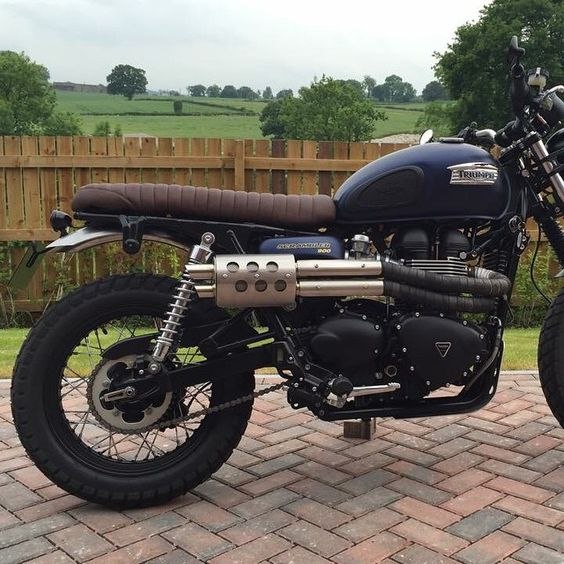This is the bolt on rear fender, rear light and number plate mount for the Triumph scrambler. Just bolts in no cutting!