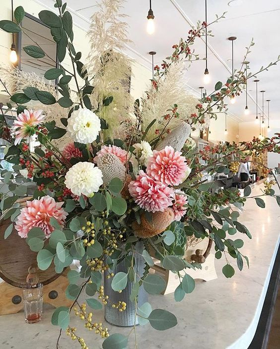 Party's on @pscsf ✨ #pretty #protea #pampasgrass #dahlias #privateevent #loopflowers