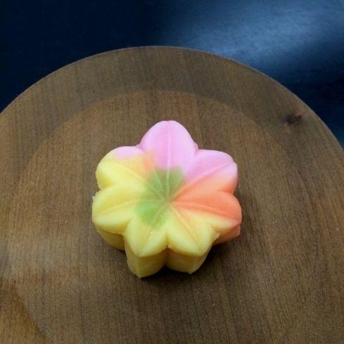 秋らしい生菓子の登場です。