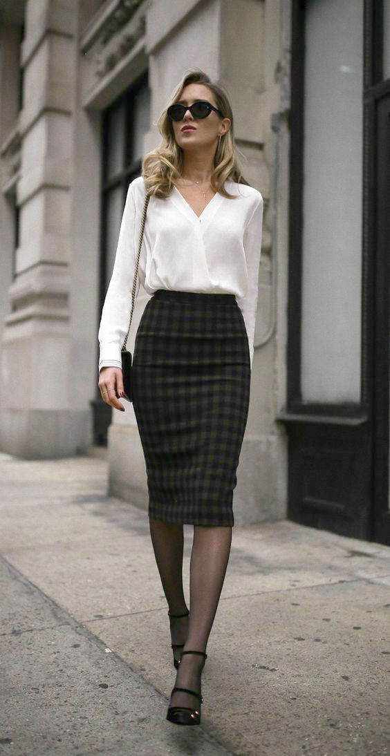 Womens Clothes For Running Behind Womens Clothes Online Sale India Soon Women S Clothing Stores Classy Business Outfits Professional Outfits Work Outfits Women