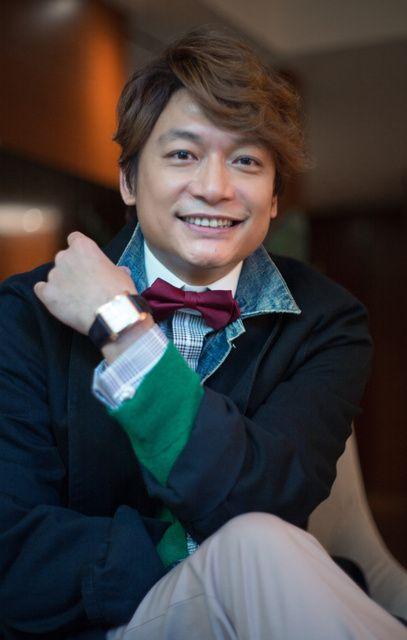 蝶ネクタイの香取慎吾