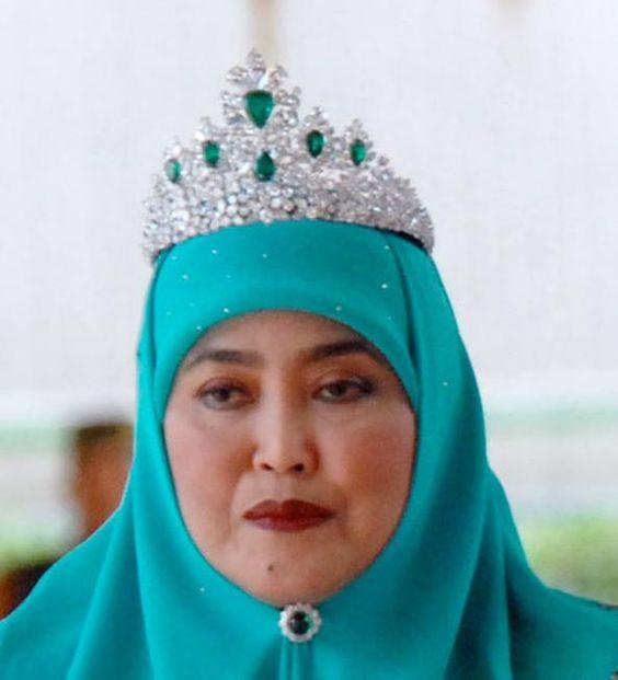 Brunei:Pengiran Anak Saleha wearing tiara of emeralds & diamonds.