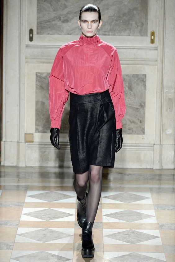 See the complete Damir Doma Fall 2013 Ready-to-Wear collection.