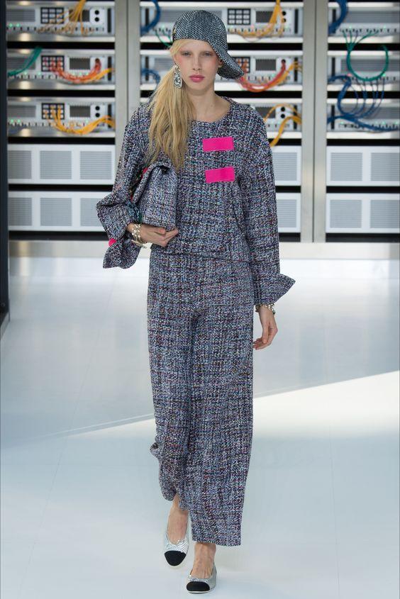 Sfilata Chanel Parigi - Collezioni Primavera Estate 2017 - Vogue