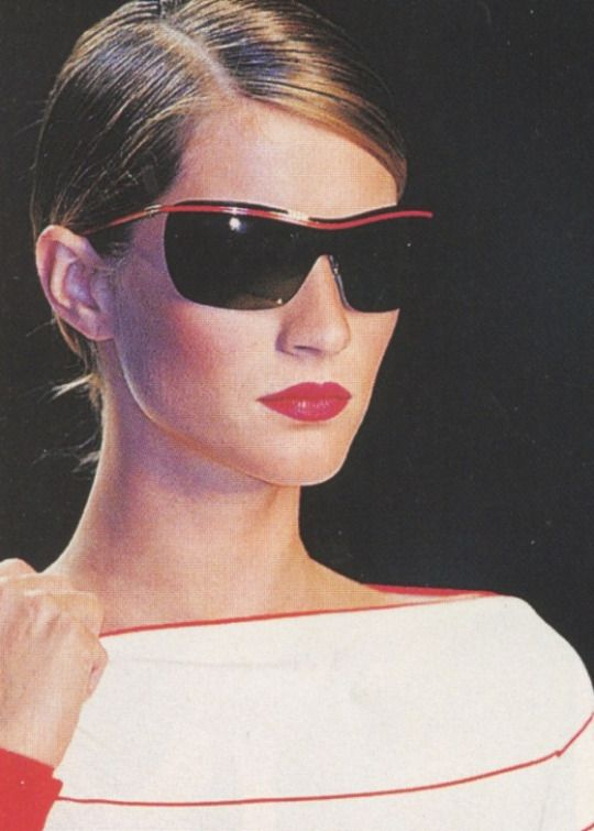 2000s fashion vogue ss 2001 catwalk valentino sunglasses