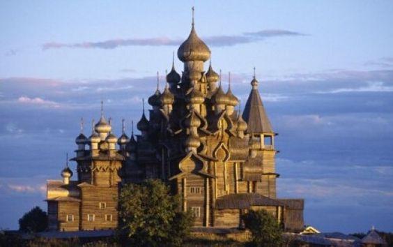 كنيسة خشبية في منطقة كيزي في روسيا ب نيت من الخشب الخالص قبل ٣٠٠ سنة بدون استخدام أي مسمار فيها Cathedral World Heritage Sites The Transfiguration