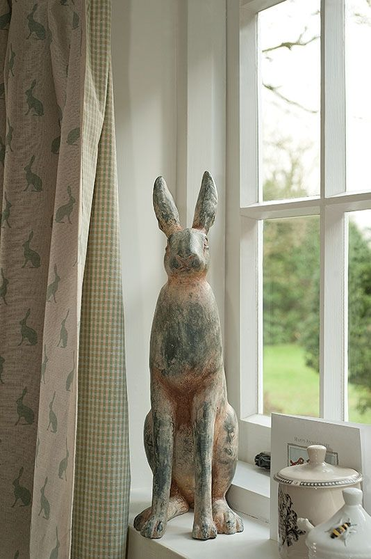 Lovely Mini Hare fabric by Peony & Sage, backed with a contrasting green gingham lining. Loving the Hare sculpture too.