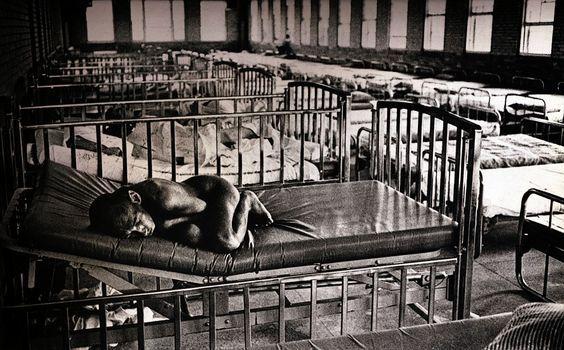 Premio Pulitzer de fotografía de 1971: Foto de Jack Dykinga del Chicago Sun-Times. Tomada en los colegios Lincoln y Dixon State, en Illinois.: