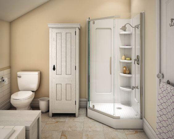 The soft tones in the whitewashed woods give the room a sense of tranquility. | Les teintes douces des bois blanchis inspirent un sentiment de tranquillité. #bathroom #salledebains #inspiration