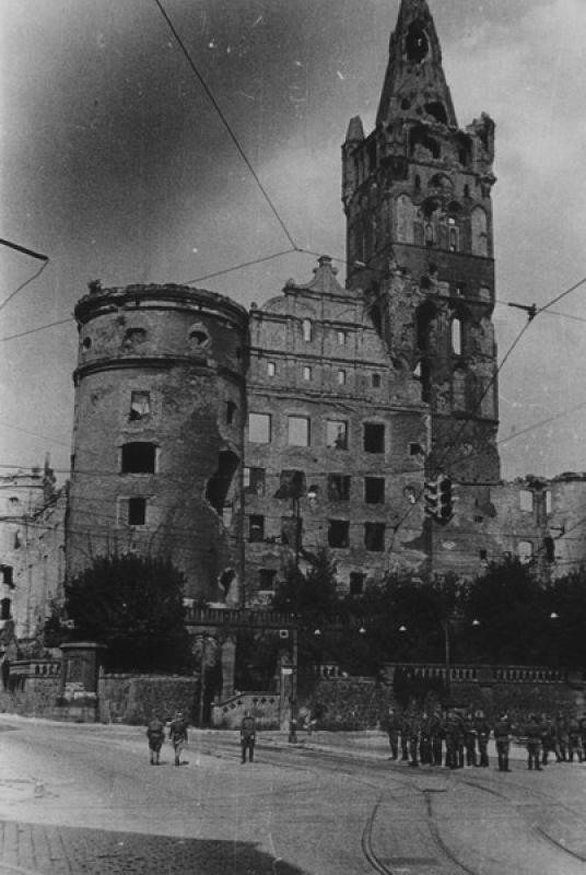 Das Königsberger Schloß Anfang 1945, durch Bombenangriffe zerstört Königsberg/Pr.