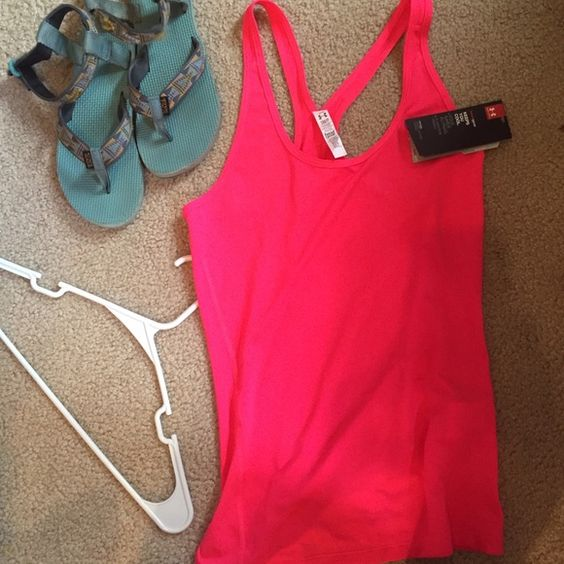 Under Armour Fitted Small/Medium athletic tank NWT - anti-odor, keeps cool material, fits small or medium Under Armour Tops Tank Tops