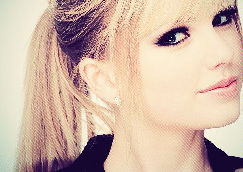 Taylor Swift: Taylorswift, Ponytail, Straight Hair, Eye Makeup, Taylor Swift Eyes, Hair Makeup, Hairstyle, Hair And Makeup