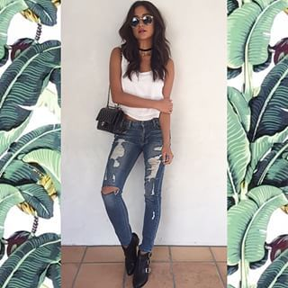When she wore these jeans and they had the most perfect amount of distress. | 21 Times Shay Mitchell Was A True Style Goddess