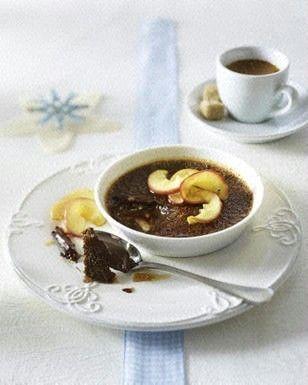 Schokoladen Crème brûlee mit karamellisierten Apfelspalten Rezept