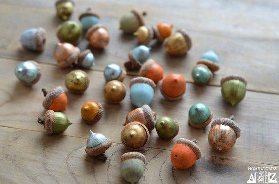 Herbstzeit bedeutet Eicheln sammeln … bemalt in allerhand schöne Farben!